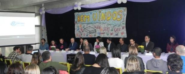 Mesa composta pelas autoridades e representantes das Universidades Consorciadas