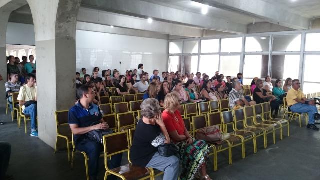 Auditório com a presença dos alunos calouros e veteranos